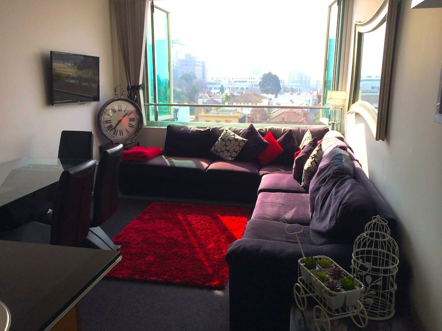 CENTRAL 2BR OPPOSITE MCG-SLEEPS 6