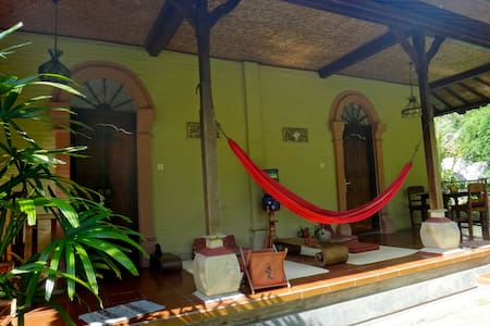 Balila B&B in Ubud, the orange room