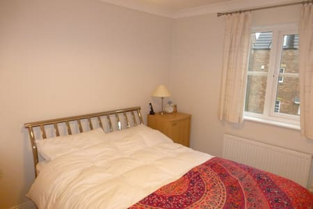 Clean double room in modern house - Westhoughton - House