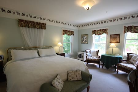 Rm.#8 Maple Hill Farm Inn - Augusta - Bed & Breakfast