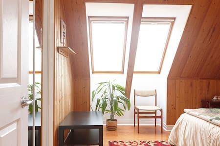 Rouge Park Suite - Cozy and Convenient - Hus