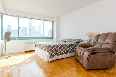 Private room with stunning views & mins from NYC - Apartamento