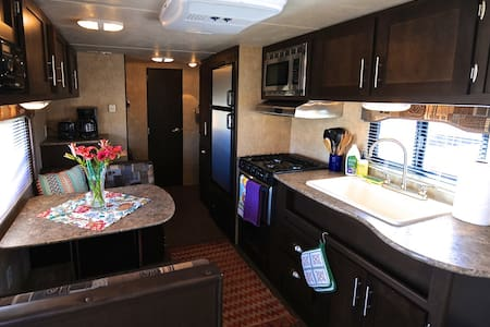 Modern Cozy Family Camper - Bridgeport - Camping-car/caravane