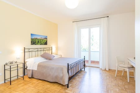 "B&b ""La Quercia"" - Camera 2 - Bastia Umbra - Bed & Breakfast"