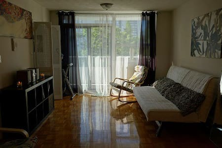 Cozy studio in High Park. Steps to subway, park. - Toronto - Apartment