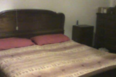camera  35 euro a notte casa con altri coinquilini - Appartement
