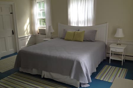 Heart of Edgartown, Rent Bedroom or Entire House - Edgartown - Casa