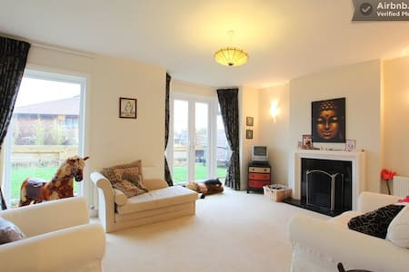 SEAFRONT Garden Room - sleeps 4 max. VEGGIE! - Bournemouth - Casa