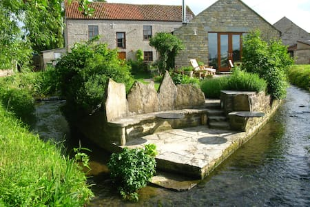 Mill Barn Nestled By The Stream - Keinton Mandeville