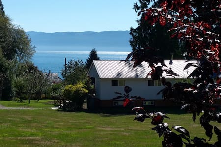 STILLWATER BY THE SEA SUITES  a  peaceful refuge - Powell River - Ház