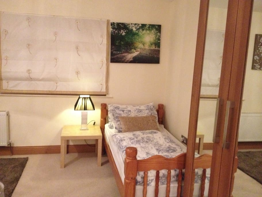 Extra single bed in large double bedroom ensuite