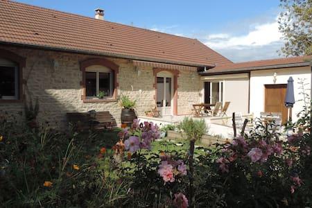 Villa Roland en Bourgogne 4* - House