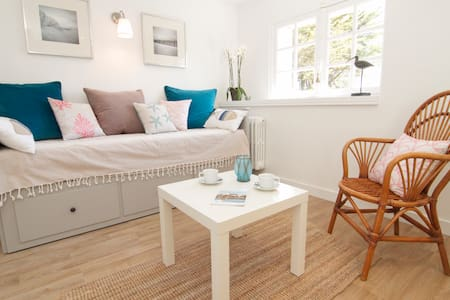 Charming studio at the beach with garden - Apartment