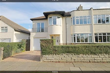 Art Deco Semi facing rural meadow - Darlington - Rumah