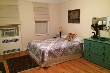 Clean & comfortable master bedroom w/ private bathroom. Quick train ride into Manhattan. Lots to see & do in Brooklyn too. We are close to the F & Q trains. Courtelyou Rd. has many restaurants & bars. Lovely Prospect Park is w/in walking distance:)