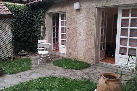Studio calme et agréable - Hus