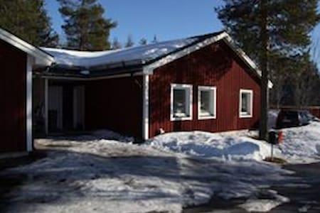 Room own lock 5-10 min from Museum; Miniguesthouse - Jokkmokk - House