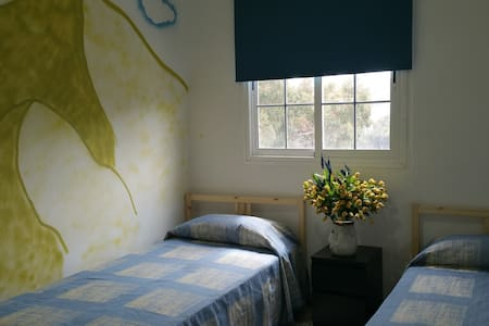 HABITACION DOBLE  CON VISTAS  DEL PINO HOSTEL - Bed & Breakfast