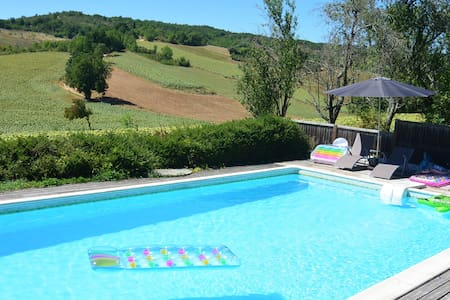 Converted barn with stunning views and pool - Itzac - House