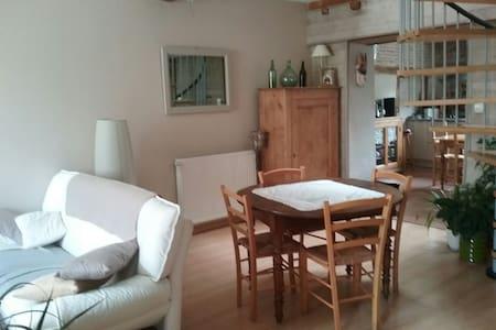 Chambre privée dans maison village - Chalamont - Haus