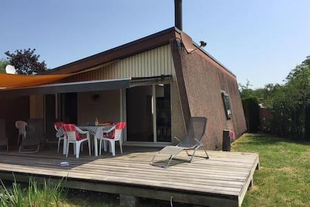 Maison au bord du Lac de Neuchâtel - Rumah