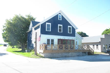 Classic Farm House in Egg Harbor (Upper Unit) - Flat