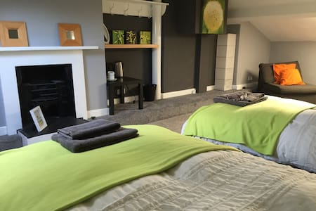 Two double rooms in leafy Liverpool suburb. - Liverpool