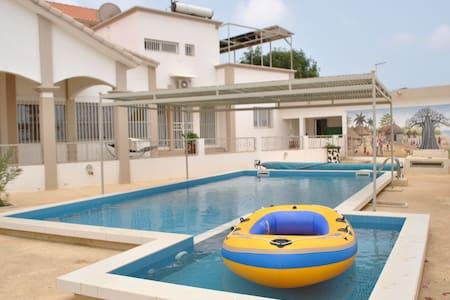 Appartement indépendant de 2 chbres avec piscine - House