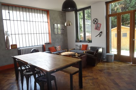 flat with garden at Valmy (Subway D) - Daire