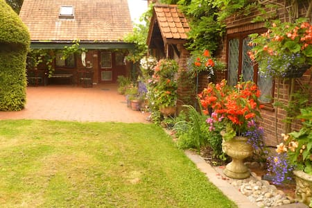 COUNTRY COTTAGE NEAR LONDON. TWO MEADOW VIEW - Londres