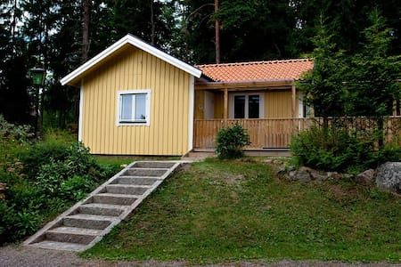 Cottage in forest near public beach - Björklinge