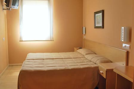 Hostal Goyesco Plaza - Plasencia - Bed & Breakfast