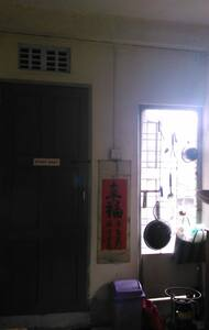 lovely sunny downtown flat - Yangon - Apartment
