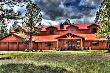 Luxurious & spacious Lodge in AZ's White Mountains - Navajo County - Casa