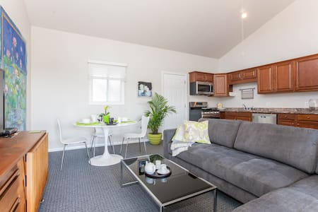 Large Coastal One Bedroom Apartment - Carlsbad - Appartement