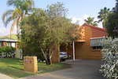 Szephora House - Location, location - Maison