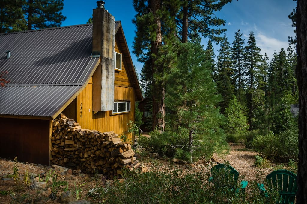 Cozy room in tahoe city cabin cabins for rent in for Tahoe city cabin rentals
