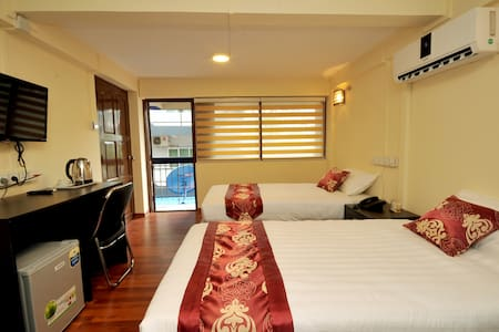 Superior Room Shared Bathroom - Yangon - Bed & Breakfast
