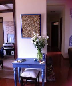 Bright, Sunny Private Room & Bath - Nairobi - Bed & Breakfast