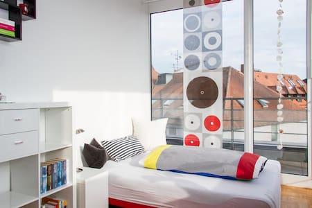 Elegantes Zimmer Penthousewohnung - Lejlighed