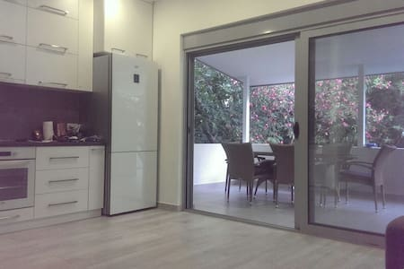 3 bedrooms appartment, 200m from the beach - Pis