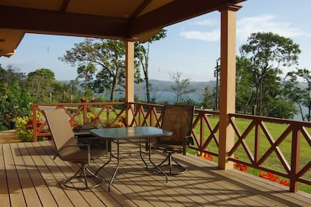 This is a very comfortable grand view home on the edge of Lake Arenal, outside of Nuevo Arenal in the Turtle Cove private community. Fully furnished with hot water, full kitchen, washer and dryer. Fresh water pool and Lago Arenal for water sports.
