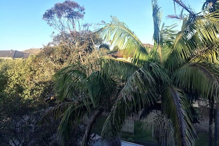 2 minutes walk to beach. - Dee Why - Bed & Breakfast