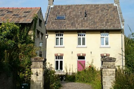 Lovely farmhouse with a great view - Valkenburg - Inny