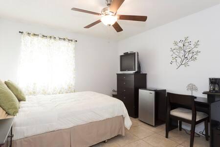 Private master bedroom in Doral
