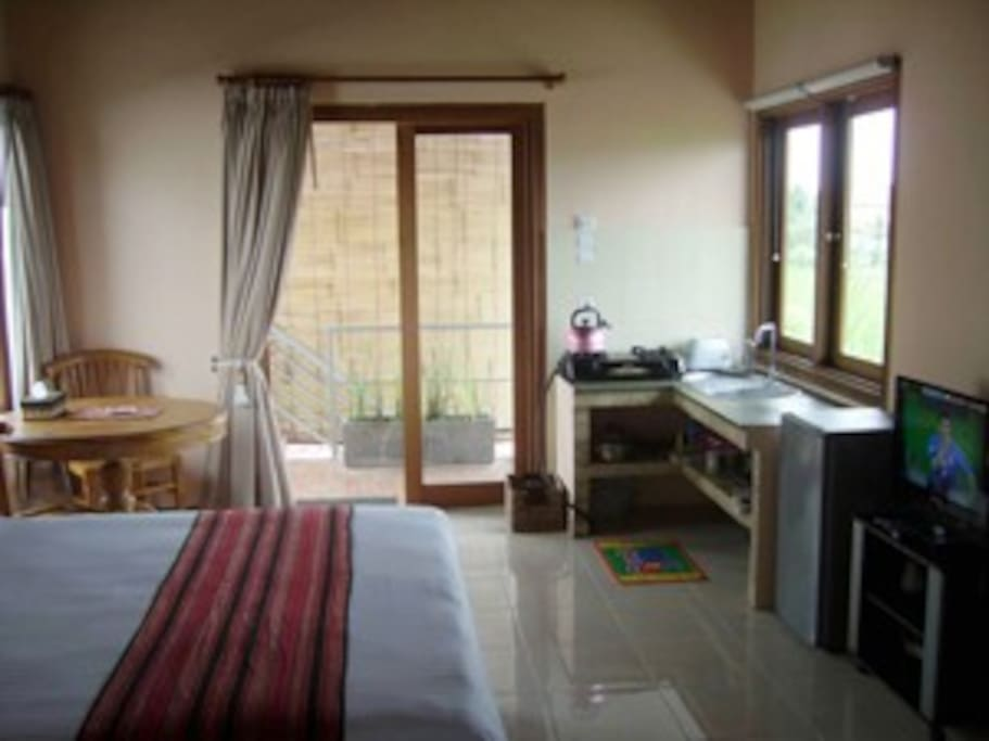 Beautiful and comfortable, modern furniture and fittings with stove, fridge and all facilities