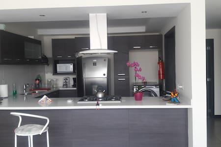 Great, confortable suite in Cumbaya, Quito - Daire