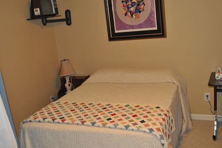 Bedroom 4 near Lynchburg, full bed - Szoba reggelivel