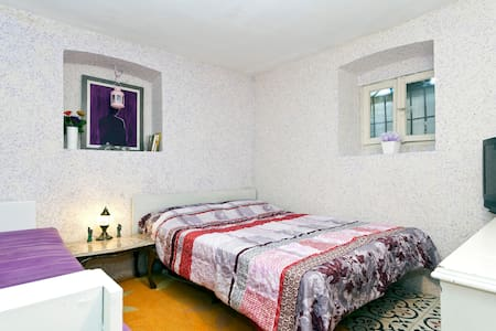 CHARMING ROOM IN A HISTORICAL HOUSE - İstanbul - House