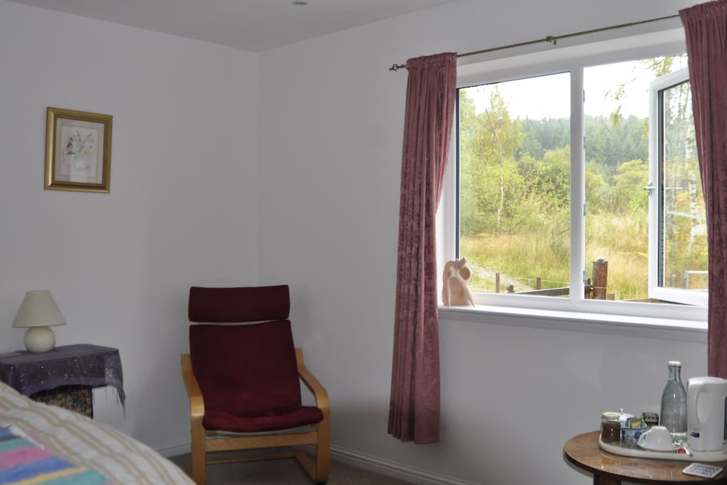 Single / Twin Bedroom. Click on image to view slideshow. All pictures taken from within 50km driving distance; many taken much closer than that and many within walking distance. Please see also double ensuite room listing for other local pictures.